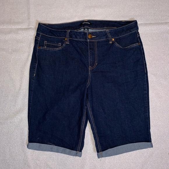 31683a450d9 d. jeans Pants - D jeans. Blue denim stretch shorts. Size 16W